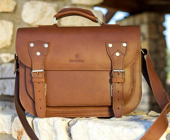 c6581039d62c2 Torebki, torby listonoszki myśliwskie wykonane ze skóry juchtowej, to  ponadczasowe torebki które w miarę upływu czasu nabierają właściwych sobie  cech, ...